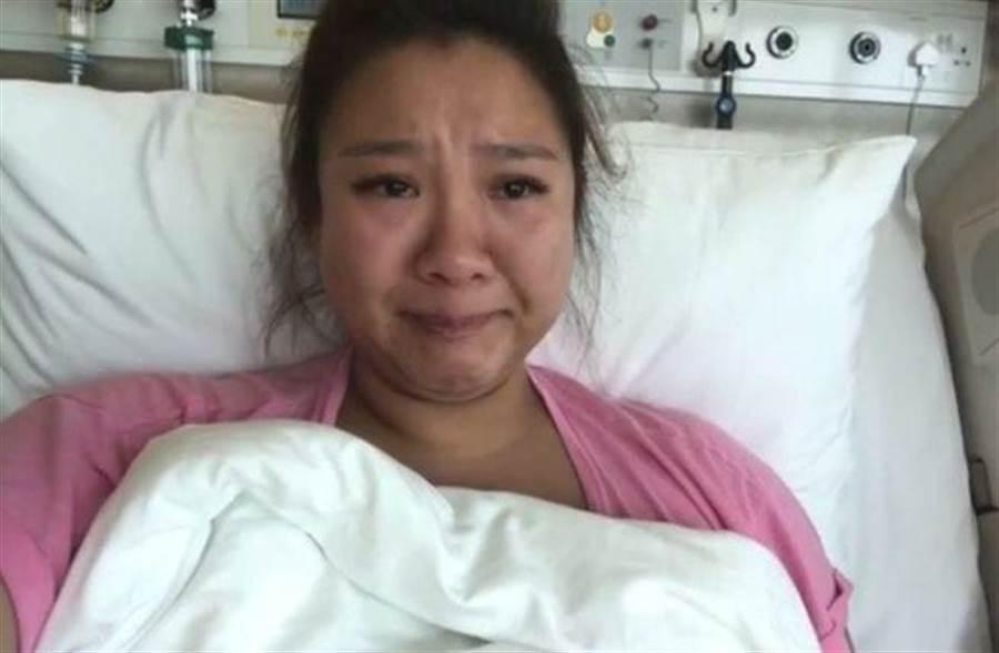 鄭欣宜在臉書貼出影片透露自己摔斷腿。(圖/取自臉書)