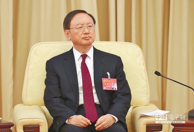 大陆国务委员杨洁篪10月19日参加十九大中央国家机关代表团讨论。(中新社)