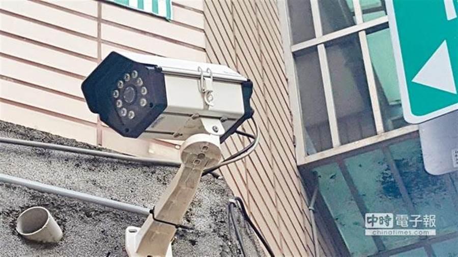 張姓男醫師在家中裝設監視器,監控妻子的一舉一動。(示意圖/中時資料照)