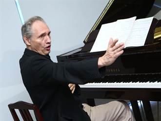 化身說書人、導演、作曲家與詩人    鋼琴家魏樂富展現「戲」胞