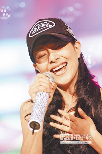 患腦瘤淡出歌壇 李慧珍重返舞台