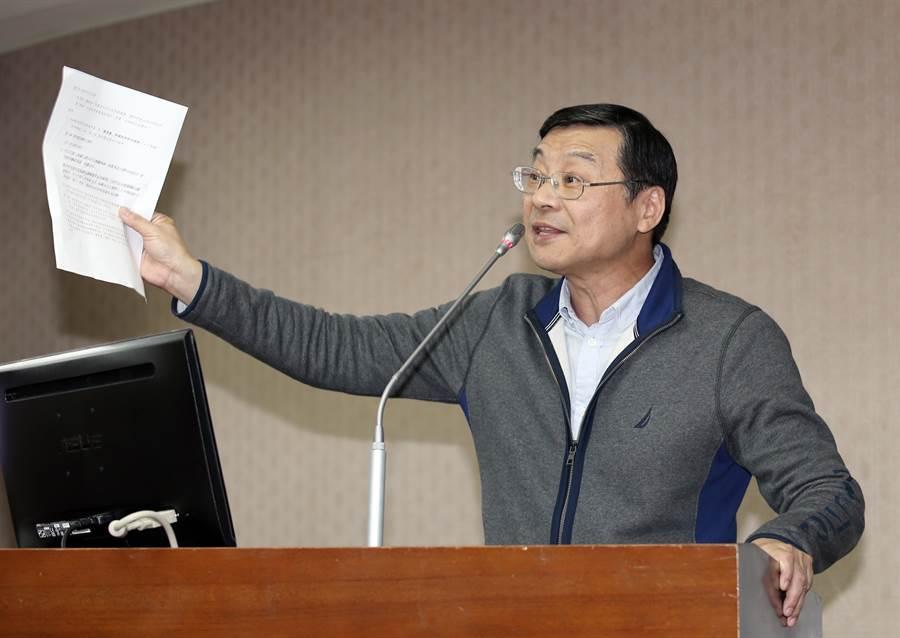立委曾銘宗今在立法院內政委員會質詢時關切慶富案並質疑國防部造假、說謊。(姚志平攝)