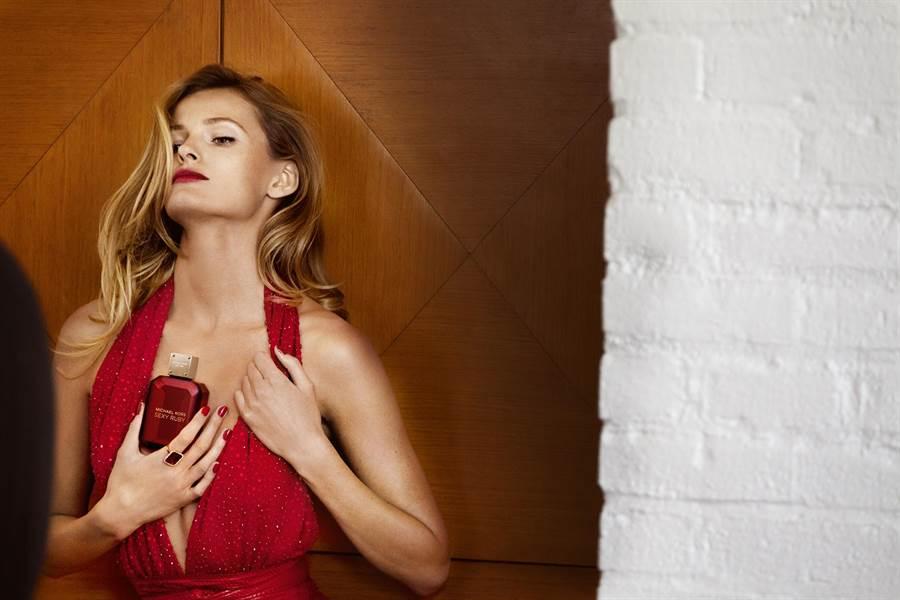 Michael Kors Ruby女伶形象圖找來超模Edita Vilkeviciute拍攝形象廣告。(Michael Kors提供)