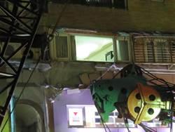 北捷工安驚傳意外 疑鋼繩斷裂吊車撞進公寓
