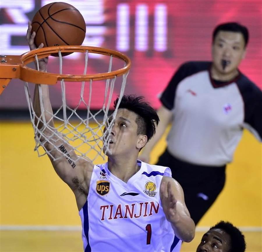 田壘16日晚間替天津拿下9分、6籃板。(新華社)
