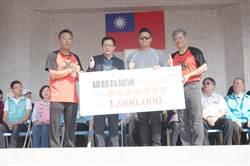 胡智為返母校參加校慶 後援會捐百萬助西苑青棒