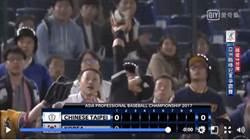 亞冠賽(影)》救中華隊!郭阜林秀美技險跌進觀眾席