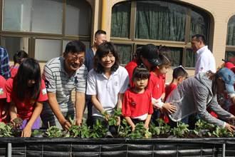 惠明希望農場啟用 盲生開心種草莓