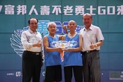 教練的教練也來打 92歲羅毓彪秀身手
