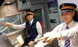 台鐵最老「菜鳥司機員」 開火車圓5歲時夢想
