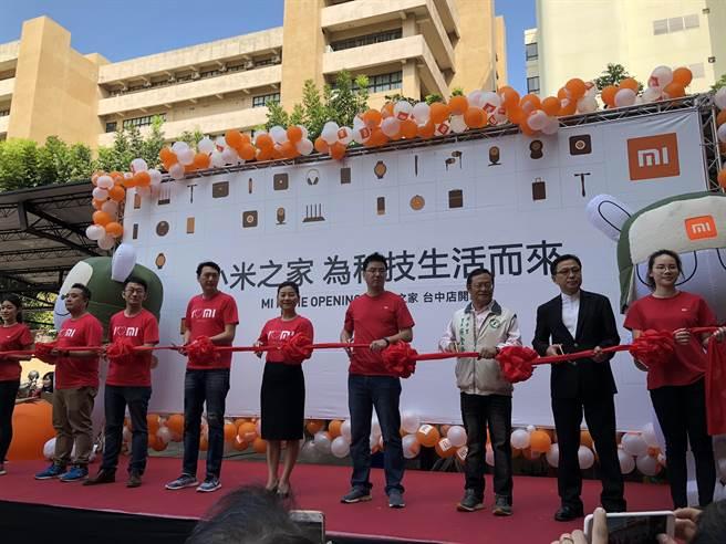 台中小米之家今日開幕,左日為小米台灣總經理李佳峰。(圖/黃慧雯攝)