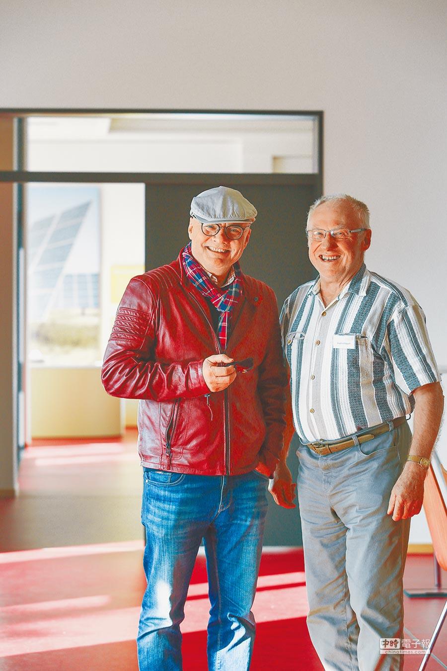Energiequelle能源公司發言人弗若特(左)與費爾得罕老爺爺卡帕特(右)。(鄧博仁攝)