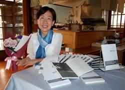 前嘉義市文化局代理局長房婧如出書《香華散處》分享居家安寧照護心路歷程