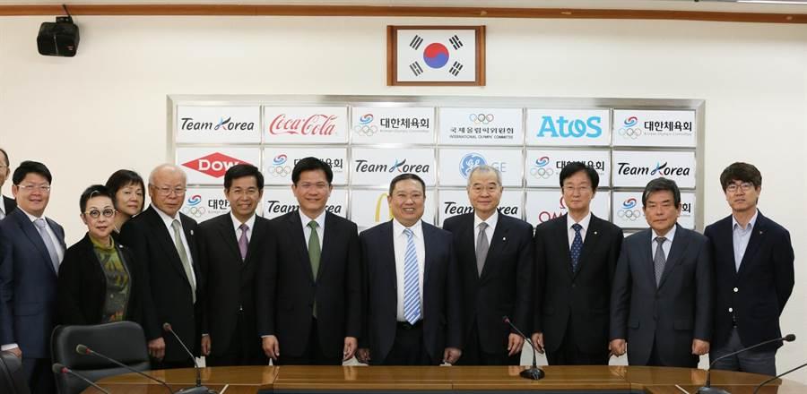 林佳龍去年赴韓國奧會爭取支持台中市,於2019東亞青奧將自由車與輕艇運動列入競賽項目!(陳世宗翻攝)