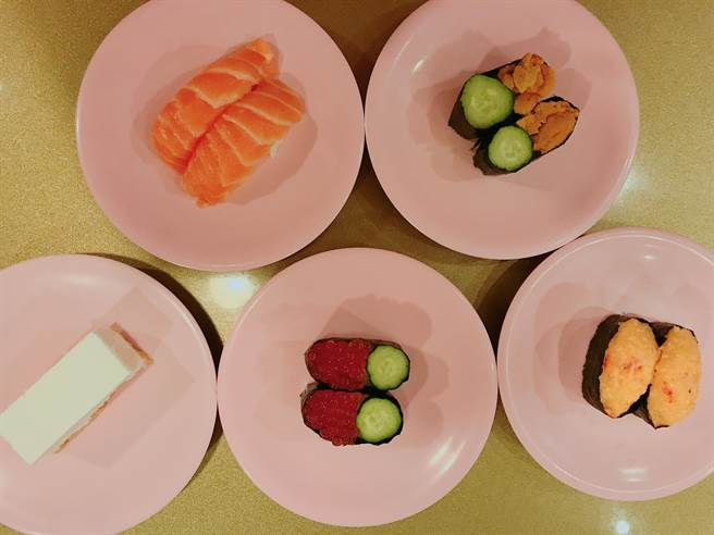 YouTuber「那個女生 Kiki」推薦爭鮮必吃的五道餐點。(圖/FB@那個女生 Kiki提供)