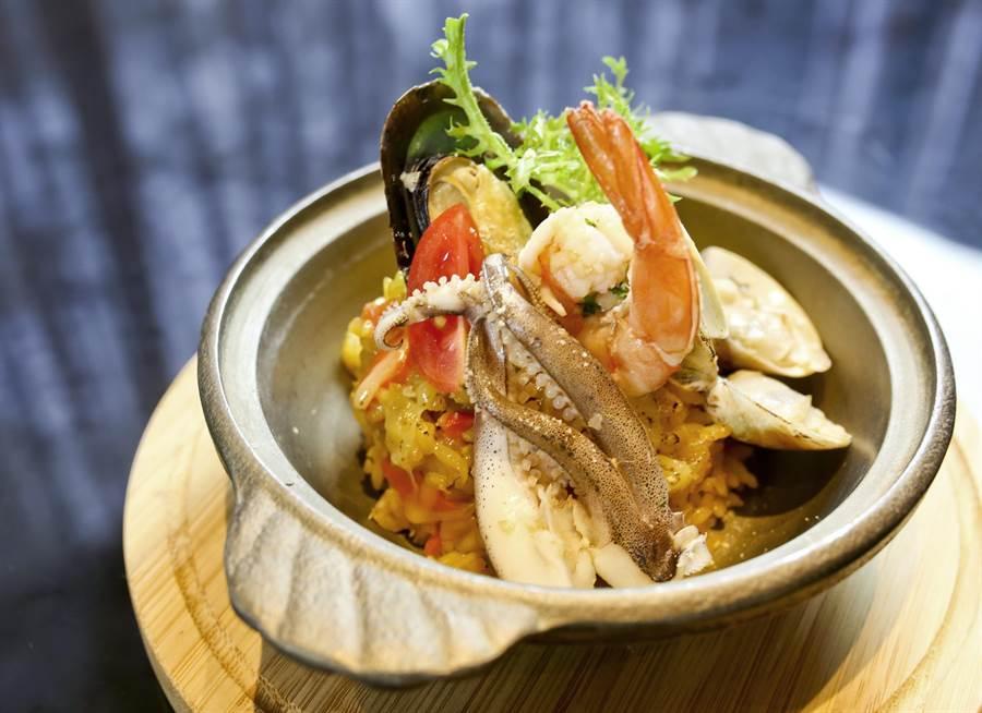 「西班牙海鮮烤飯」是西班牙的特色料理。(圖/台中福華大飯店提供)