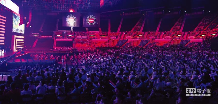 電競風潮席捲,《英雄聯盟》賽事更攻進紅磡體育館、北京鳥巢等場地舉辦。圖/新華社