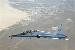 美國空軍T-38教練機墜毀 飛行員一死一傷