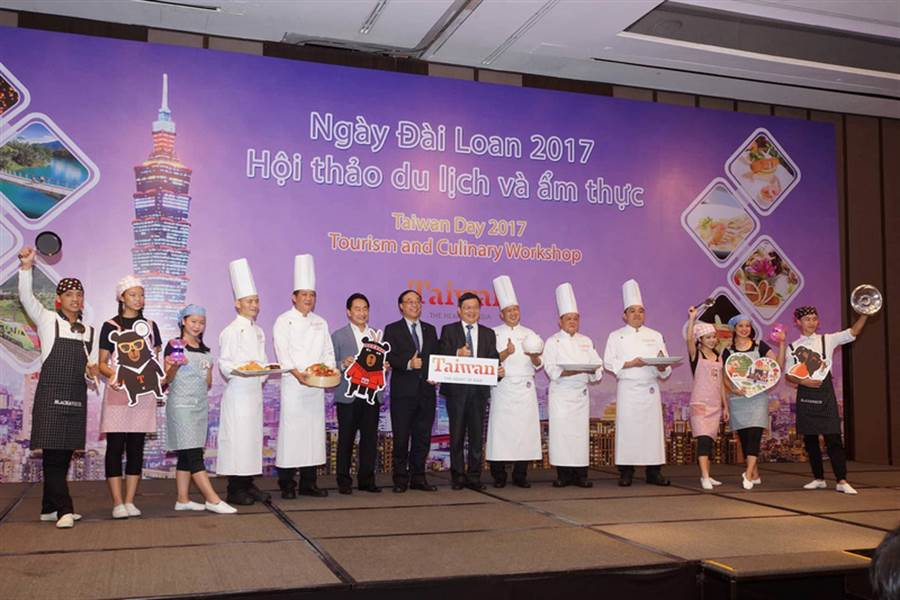 交通部觀光局20日在越南胡志明市舉辦「台灣美食日」,讓越南民眾了解與體驗台灣美食文化,而且加強台越觀光與美食交流。(觀光局駐吉隆坡辦事處提供)中央社河內傳真  106年11月21日