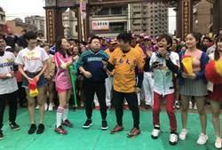 節目聚集桃園蓮華寺 開南大學冠軍棒球隊熱情參與
