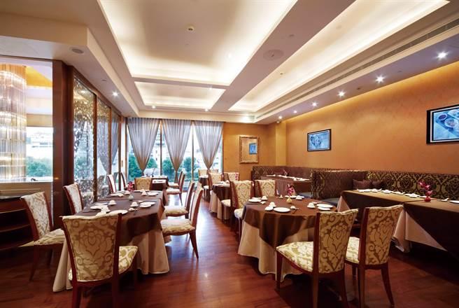 神旺商務酒店的銀柏廳氣氛典雅大方,在此享用早餐十分舒適宜人。