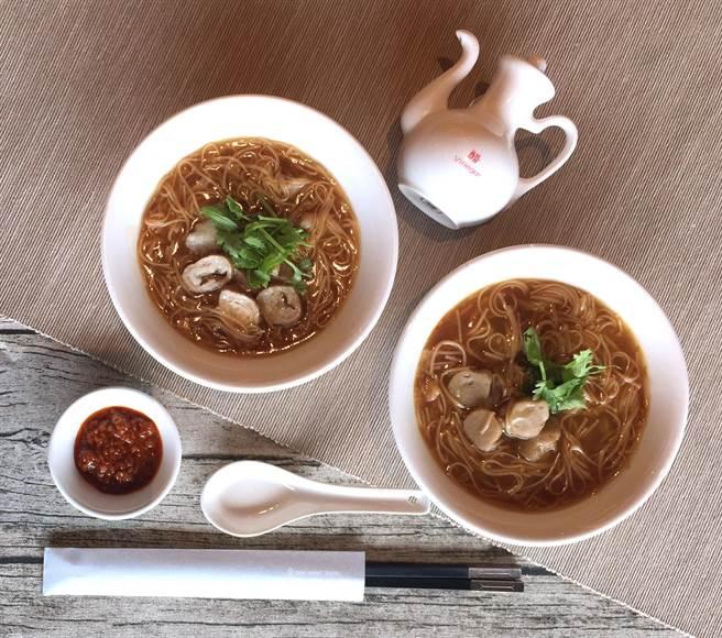 之所以受到各界青睞,就是因為神旺商務提供豐富的台灣小吃,像是大腸麵線就讓不少外國客人留下深刻印象。
