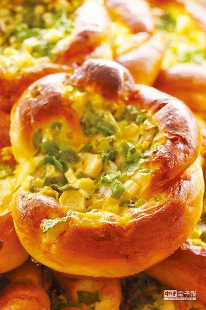 每天熱銷300個的神旺蔥麵包非常難搶,來神旺商務酒店就能無限量品嚐。