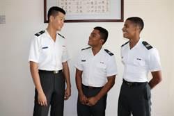陸軍官校接軌國際 英語一把罩