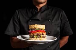 冬季限定款「麻辣拉麵漢堡」中西合璧好滋味!