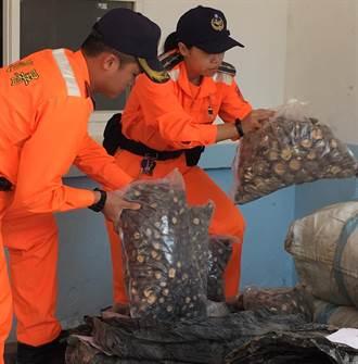 金門岸巡打擊海上「私路」截獲價逾百萬元大陸花菇