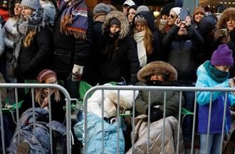 (圖輯)紐約感恩節大遊行 萬頭攢動維安嚴密