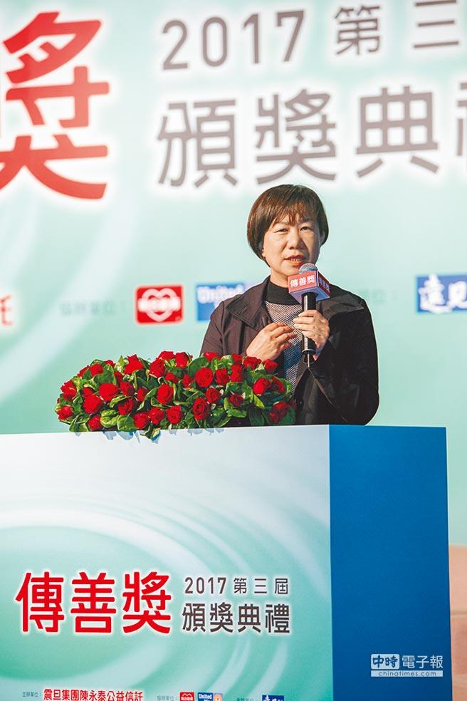 第一屆得獎機構張秀菊基金會執行長郭碧雲分享獲得「傳善獎」的轉變。圖/傳善獎提供