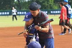 林子偉讚少棒球員身材好:都快被比下去了!