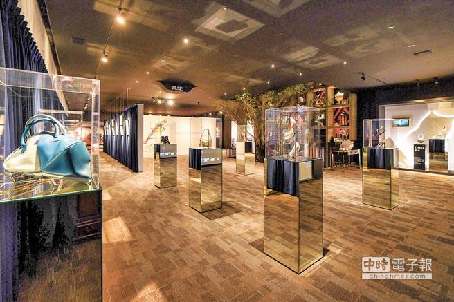 《MENTOR- PROTEGE EXHIBITION》師徒展展區中,展出兩人合力創作的高跟鞋等代表性單品。(樂樂書屋提供)