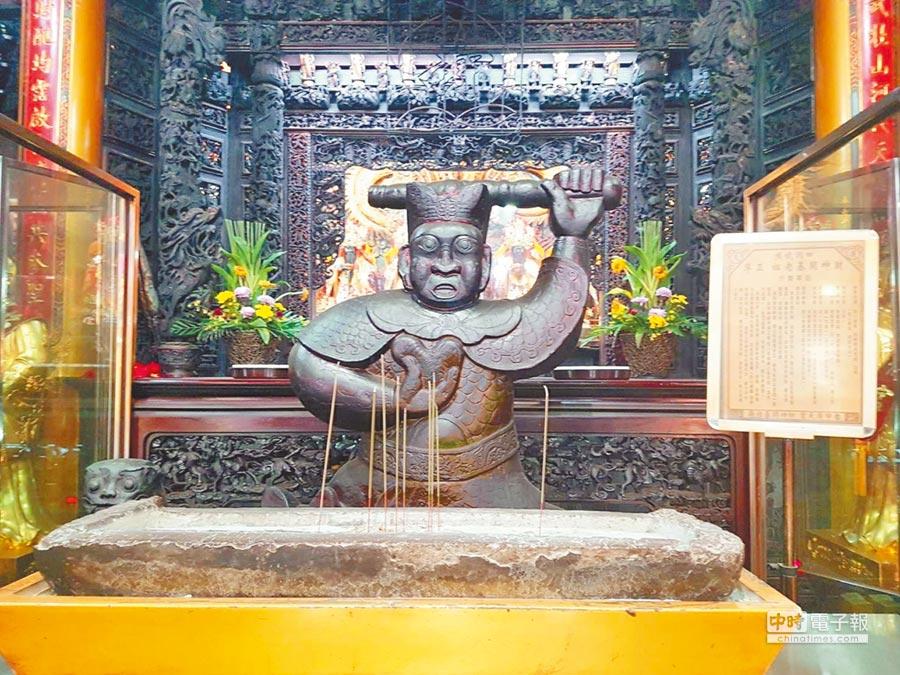 台中市北屯區的台中廣天宮建廟30年,主殿所供奉的開基始祖財神爺金身。(張妍溱攝)
