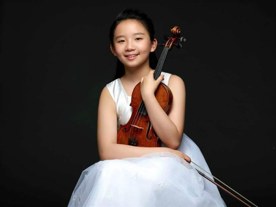 香港小提琴新秀蘇千尋曾拿到波蘭第13屆維尼奧夫斯國際青年小提琴家大賽17歲以下組別第二名,表現出色。(若水藝術提供)