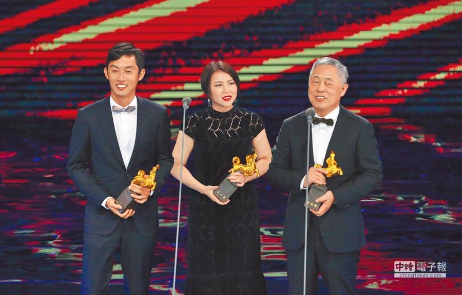 杜篤之(右)、杜均堂(左)父子與吳書瑤獲獎,杜篤之特別感謝九把刀讓他參與這場電影大夢。
