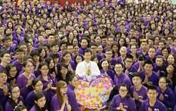 「紫衣人」熱情邀約入教 網笑:能有勞斯萊斯嗎?