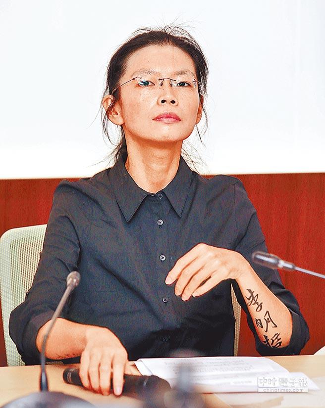 李明哲的妻子李凈瑜今天下午將搭機前往中國聽判。(本報系記者姚志平攝)