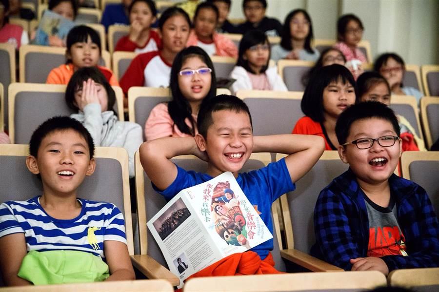 《跟我來‧找樂去》音樂會,引領孩子們踏入音樂殿堂,精心設計的內容,逗孩子們笑開懷,完全融入音樂會。(文化局提供)