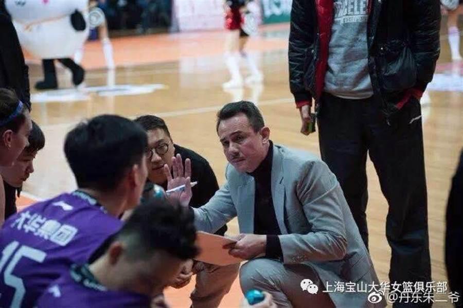 曾在大陸CBA執教的「籃球博士」鄭志龍,如今因為王志群退出,遞補入選中華白隊教練團。(鄭志龍籃球學院提供/資料照)