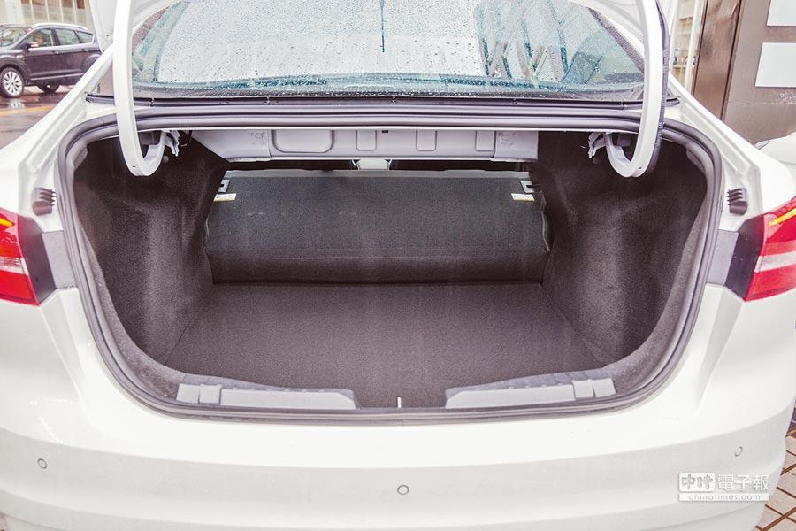3.行李箱具有467L收納空間,後座椅背可做全傾式放倒,載運較長的物品。(方濬哲攝)