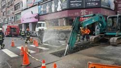 疑不慎挖斷瓦斯管線 中市府大隆路口天然氣外洩