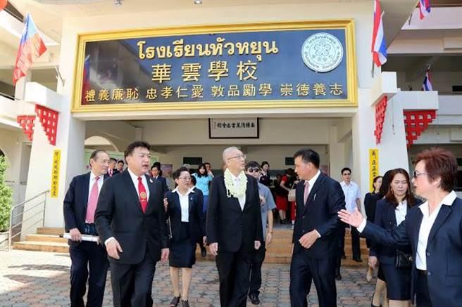 吳敦義29日抵泰北,探訪華雲學校。(國民黨提供)