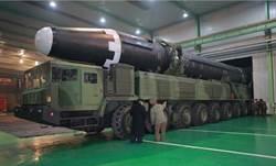試射火星15 北韓9軸飛彈發射車首曝光