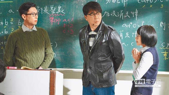 梁赫群(左)扮演楊老師,嘴角下方的痣是楊老師的特色。