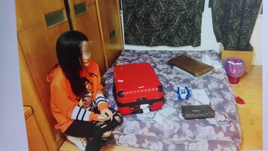 大陸籍25歲趙姓女子在網路中刊登賣淫訊息,遭警方查緝。(葉書宏翻攝)