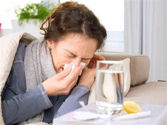 最近感冒患者暴增,中醫師說養肺氣可增強免疫力,降低被病毒感染的機會。(資料照片)