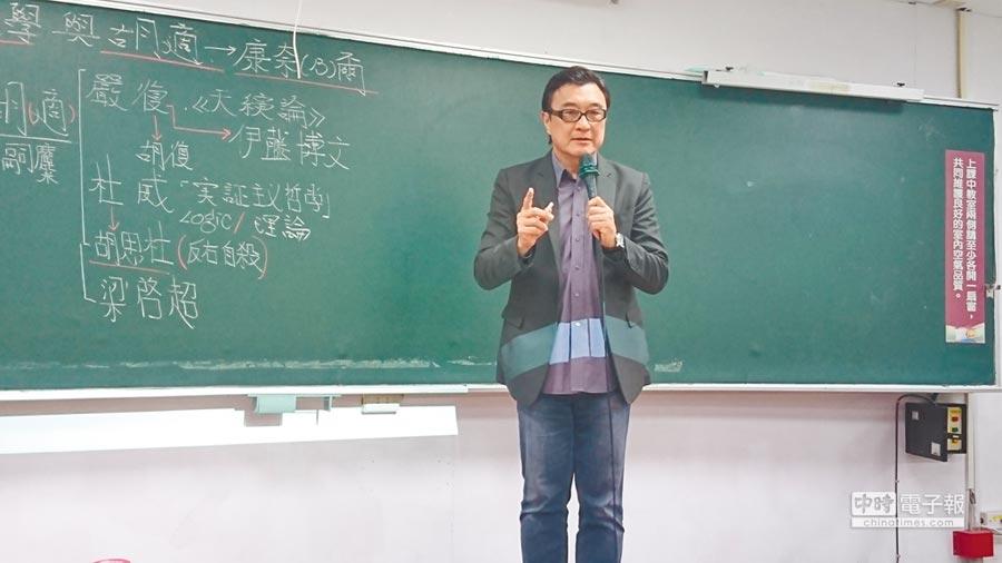 世新大學通識教育中心主任李功勤。(本報系記者李侑珊攝)