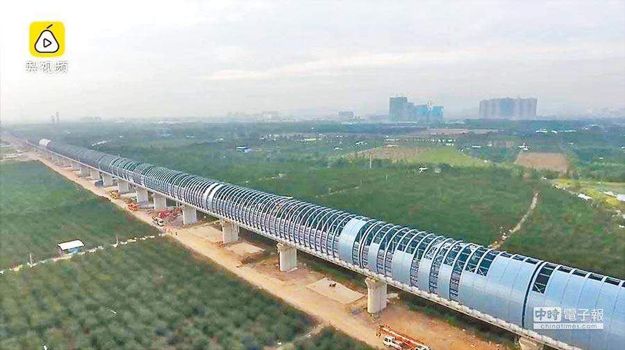 為保護著名景區小鳥天堂,廣東深茂高速鐵路建了全封閉隔音牆。(取自網易新聞)